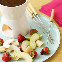 Caramel fondue with fresh fruit